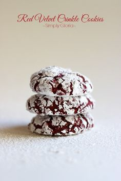 Red Velvet Crinkle Cookies | simplygloria.com | #recipe #baking #cookies