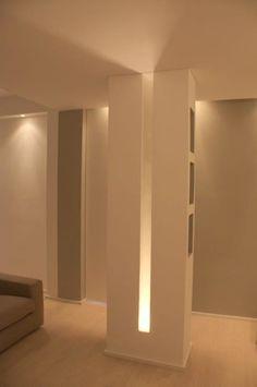 Dettagli del pilastro: Soggiorno in stile in stile Moderno di Silvia Panaro Architettura e Design