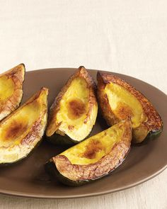 Roasted Acorn Squash with Cinnamon Butter. Roasted acorn squash wedges are lightly glazed with warm cinnamon butter. You can make the squash up to one day ahead and simply reheat in the oven before serving. Vegetable Side Dishes, Vegetable Recipes, Veggie Side, Martha Stewart, Thanksgiving Vegetables, Thanksgiving Recipes, Thanksgiving Holiday, Christmas Recipes, Acorn Squash Recipes