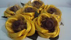 Lindas forminhas feitas em cetim na cor amarelo