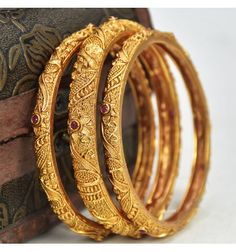 Ravishing gold plated designer Ruby Matte Bangles set is party or marriage wear. This set of three bangles are a perfect choice for weddings and engagements. Gold Chain Design, Gold Bangles Design, Gold Jewellery Design, Gold Jewelry, Silver Anklets Designs, Gold Earrings Designs, Necklace Designs, Gold Bangles For Women, Gold Plated Bangles