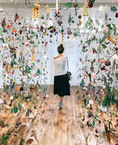 You Have to See This Flower Installation Before It's Gone — A Fabulous Fete SoCal dried flower insta Dried Flowers, Paper Flowers, Instalation Art, Flower Installation, Projection Installation, Paper Installation, Art Installations, Led Licht, Mason Jar Diy