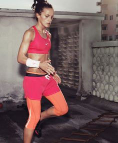 love this outfit! (minus the no-shirt:) #futboloutfitwoman