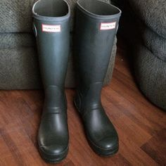 "Hunter rain boots women's size 7 Women's Original Tall Wellington Hunter boots in ""Dark Olive."" Size 7. Worn twice, great condition. Hunter Boots Shoes Winter & Rain Boots"