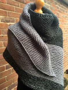 One of my most well-loved and well-worn projects is last year's Cosy Colourblock. : One of my most well-loved and well-worn projects is last year's Cosy Colourblock Shawl (find the free pattern here ). Since knitting it I … Easy Knitting, Loom Knitting, Knitting Stitches, Knitting Patterns Free, Knit Patterns, Free Pattern, Knitting Machine, Knitting Buttonholes, Knit Wrap Pattern