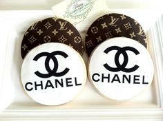 Cookies Chanel & Louis Vuitton. Cool :)