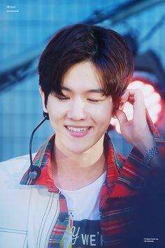 Baekhyun - 170607 EXO-CBX Japanese Début Showcase 'Colourful BoX' Credit: HeyDay.
