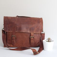 Leather satchel in vintage brown.