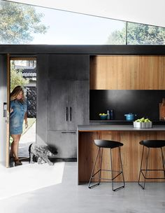 Concrete and charred timber are the star materials in this [relaxed beach house]. The kitchen island is clad in blackbutt timber and topped with a bench made from 'Maximum Moon' pressed porcelain from [Artedomus]. Kitchen Island Bench Designs, Industrial Kitchen Island, Timber Kitchen, Industrial Kitchens, Kitchen Designs, Kitchen Ideas, Beach House Kitchens, Home Kitchens, Maximalist Interior