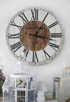Love this pallet clock...found my next DIY project!: