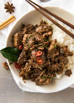 The King of all Curries, Beef Rendang is straight forward to make and has incredible deep, complex flavours. Malaysian Curry, Malaysian Food, Quick Recipe Videos, Quick Recipes, Slow Cooker Recipes, Beef Recipes, Cooking Recipes, Crockpot Meals, Beef Rendang Recipe