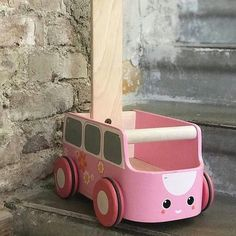 Lähdetäänkö ajelulle? #plantoysfinland #plantoys #VanKävelykärry #ekologinen #vastuullinen #myrkytön #turvallinen #kehittävä #design #lastenhuone Plan Toys, Wooden Toys, Instagram, Design, Wooden Toy Plans, Wood Toys, Woodworking Toys