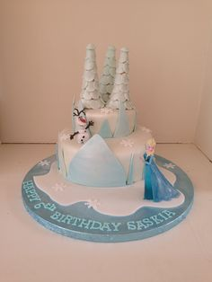 Frozen ice castle cake with Elsa and Olaf by Boutique Bakehouse www.boutiquebakehouse.co.uk 4th Birthday, Birthday Cake, Birthday Parties, Freeze Ice, Disney Frozen Party, Ice Castles, Take The Cake, Celebration Cakes, Party Cakes
