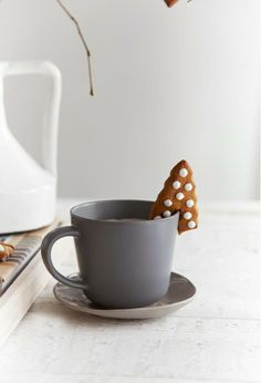hot chocOlate & gingerbread cookies