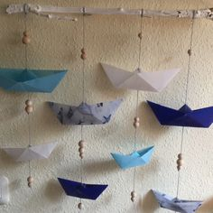 Meine Schiffchen schweben in der Luft – oder – Ein maritimes Mobile It's that time again: Sometime in the early summer, the insatiable desire to let the summer come to me in the living room and maritim decorates me. That's what I get out of Kist … Parents Room, Kids Room, Origami, Lavatory Design, Diy Nightstand, Felt Ball, Baby Winter, Diy And Crafts, Crate Crafts