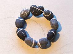 Braccialetto eco design con pietre di cartapesta di Sognoametista