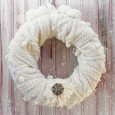 Easy DIY Winter Scarf Wreath by A Cultivated Nest! Love this winter wreath! Wreath Crafts, Diy Wreath, Decor Crafts, Diy Crafts, Wreath Ideas, Tulle Wreath, Burlap Wreaths, After Christmas, Christmas Crafts