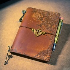 leather burning, pyrography. midori traveler's notebook customize.