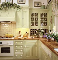 New kitchen wall colors with oak cabinets french country 58 ideas Green Kitchen Walls, Green Kitchen Cabinets, Kitchen Wall Colors, Oak Cabinets, Kitchen Tiles, Glass Cabinets, White Cabinets, Rustic Kitchen, New Kitchen