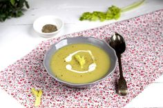 zupa porowo-jabłkowa z selerem naciowym Ramen, Ethnic Recipes, Food, Meal, Essen, Hoods, Meals, Eten