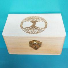 """small wooden Box """"tree of life engraved - kleine Holzschachtel mit dem baum des Lebens lasergraviert"""