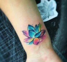 cute lotus tattoo © tattoo artist Adrian Bascur @ ❤ Beautiful looking and with a rich symbolism behind, lotus tattoos are absolutely gorgeous. Here you'll find everything you need to know about a lotus tattoo and some awesome imagery for inspiration. Lotus Tatoo, Aquarell Lotus Tattoo, Watercolor Lotus Tattoo, Lotus Tattoo Design, Aquarell Tattoos, Tattoo Designs, Tattoo Ideas, Lotus Flower Tattoo Wrist, Delicate Flower Tattoo
