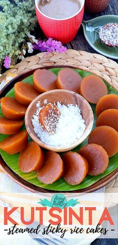 Learn how to make Kutsinta with this easy recipe.A native Filipino snack that are small steamed sticky rice cakes. Simple and healthier snack alternative. Easy Filipino Recipes, Filipino Dishes, Vegan Recipes Easy, My Recipes, Dessert Recipes, Cooking Recipes, Filipino Desserts, Filipino Food, Rice Recipes