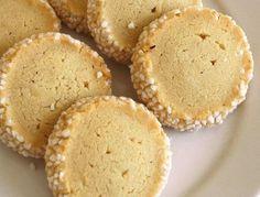 lägg smör samt socker i mitten. Candy Recipes, Cookie Recipes, Snack Recipes, Snacks, Bagan, Swedish Cookies, Candy Drinks, Swedish Recipes, Bread Baking
