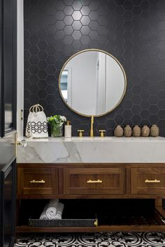 Contemporary bathroom design with black honeycomb tiles and marble vanity. Black Hexagon Tile, Honeycomb Tile, Black Wall Tiles, Black Tile Bathrooms, Contemporary Bathrooms, Chic Bathrooms, Farmhouse Bathrooms, Modern Farmhouse, Eclectic Bathroom