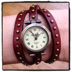 Mooi #vintage #horloge met lang riempje. Kan zeker 3 keer om de pols gedraaid. Nu voor 12,95 op www.stiksels.com