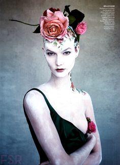 Magazine: Vogue US November 2014 Title: True Romance Photographer: Patrick Demarchelier Model: Karlie Kloss Stylist: Phyllis Posnick Hair: Julien d'Ys Make-Up: Aaron de Mey Beauty - Karlie Kloss' natural beauty…