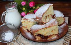 Пышный пирог на кефире с вареньем