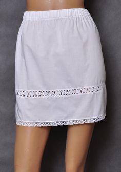 Półhalka Materiał: 100% bawełna Koronki: bawełniane Kolor: biały Długość półhalki: 50 cm