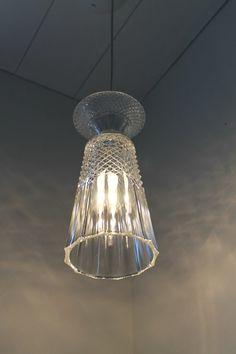 花瓶和杯子都一样可以做灯罩 只要你想得到~ vase to hanging lamp