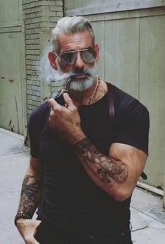 Hairstyles for men with thick curls Beard chaos . Hairstyles-for-men-with-beards Source by Hairstyles for men with thick curls Beard chaos . Thick Beard, Sexy Beard, Bart Trend, Trending Hairstyles For Men, Beard Images, Hair And Beard Styles, Hair Styles, Hot Beards, Cigar Men
