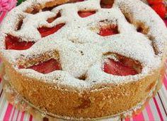Puszyste, lekkie i bardzo łatwe ciasto z sezonowymi owocami Składniki: 4 jajka, 3/4 szkl drobnego cukru lub ksylitolu, 1 łyżeczka cukru waniliowego lub esencji waniliowej, 1/2 szkl oleju, 1 i 1/2 szkl mąki, 1 i 1/2 łyżeczki proszku do pieczenia, szczypta soli, ok. 600 g truskawek