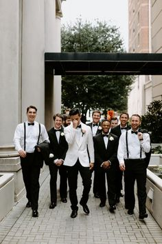 Top 10 Luxury Wedding Venues to Hold a 5 Star Wedding - Love It All Groomsmen Wedding Photos, Groomsmen Outfits, Groom And Groomsmen Attire, Bridesmaids And Groomsmen, Wedding Groom, Groom Outfit, Mismatched Groomsmen, Country Groomsmen, Groomsmen Suspenders