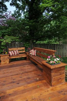 Deck/Built in seating. I need to have this deck! Deck Bench Seating, Wooden Bench Seat, Built In Bench, Patio Bench, Garden Seating, Back Patio, Backyard Patio, Wood Patio, Small Patio