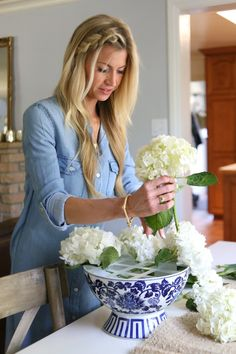 A SIMPLE TRICK FOR THE PERFECT SPRING FLOWER ARRANGEMENT {TUTORIAL} - Elle Apparel by Leanne Barlow