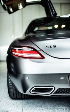 Mercedes SLS AMG…Wow! You little beauty!!