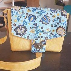 Sac Menuet en jaune et bleu floral cousu par Adeline - Patron Sacôtin