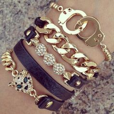 Accessorize♡Love love love the tiger and handcuff bracelets! Trendy Jewelry, I Love Jewelry, Jewelry Box, Jewelry Accessories, Fashion Accessories, Jewelry Design, Fashion Jewelry, Women Jewelry, Jewlery