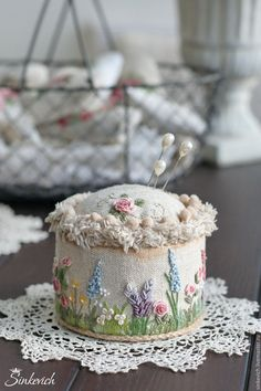 Don't know what that says, but it's a beautiful pincushion! Felt Embroidery, Silk Ribbon Embroidery, Embroidery Stitches, Flower Embroidery Designs, Hand Embroidery Patterns, Sewing Art, Sewing Crafts, Stitch Book, Ribbon Art