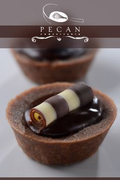 ♥♥♥  Pecan Confeitaria A Pecan Confeitaria combina técnicas francesas de confeitaria com sabores brasileiros para levar ao seu casamento os doces mais incríveis da cidade! http://www.casareumbarato.com.br/guia/pecan-confeitaria/