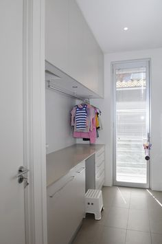 Laundry Room Hanging Clothes Racks Design, Pictures, Remodel, Decor and Ideas - page 12 Modern Laundry Rooms, Laundry In Bathroom, Room Interior, Interior Design Living Room, Hanging Clothes Racks, Drying Rack Laundry, Laundry Room Inspiration, Laundry Room Organization, Laundry Room Design