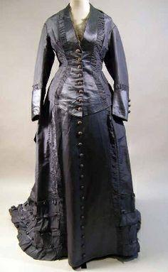 1875-1877 dress.