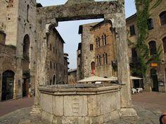 Piazza della cisterna San Giminiano, Toscana