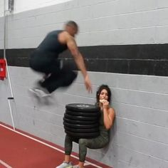 HEY GUYS! THIS IS HOW YOU BURN OUT LIKE A MUTHA FUCKIN BOSS (#Tag a friend!) . PS : I LITERALLY COULDNT FEEL MY LEGS HALF WAY THROUGH THIS...thank god for my sandwich . ➡️550LBS weighted wall squat Jump Squats ➡️ Box Jump Squats➡️ Lying Sprinter Kicks  Can anyone guess what kind of sandwich I'm having? . . . Credit: @realrubaali #fitness #fitfam #fitspo #motivation #workout #workoutvideo #legday #gym #gymwear #leggings #abs #diet #prep #bodybuilding #aesthetics #gains #g...