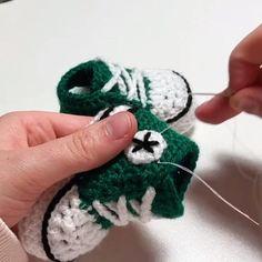 Crochet Jumper Pattern, Easy Scarf Knitting Patterns, Baby Booties Knitting Pattern, Newborn Crochet Patterns, Crochet Baby Boots, Booties Crochet, Crochet For Beginners Blanket, Handmade Baby Gifts, Gender Reveal
