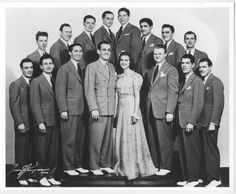 Glenn Miller Orchestra - with Gail Reese Moving Pictures, Old Pictures, Glen Miller, Karen Carpenter, The Marshall, Jazz Age, Old Soul, Music Bands, Orchestra